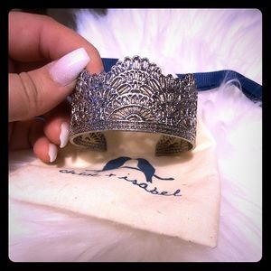 Chloe and Isabel Queen Cuff bracelet! 💎